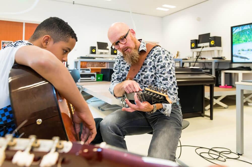 samen-gitaar-spelen